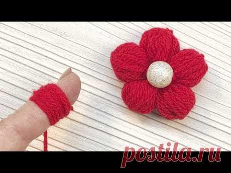 Видео урок: Цветок из ниток на пальце - YouTube