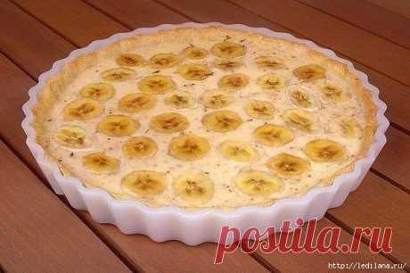 Чрезвычайно быстрый пирог.  = 100 грамм масла 3 яйца 300 грамм муки 1 стакан сахара 1 стакан сметаны 3 банана