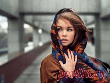 Как завязывать платок на голову разными способами Ношение платка – целое искусство. Как завязывать платок на голову желает знать каждая девушка. Есть много способов завязывания этого головного убора, с которыми вы познакомитесь, прочитав этот материал.