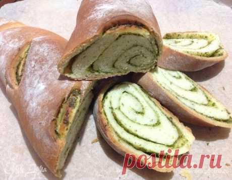 Чесночный багет с зеленью. Ингредиенты: мука 1 сорт, молоко, вода