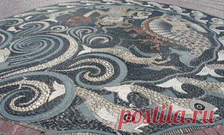 29 Examples of a mosaic from pebble
