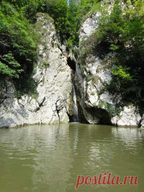 Agura Waterfall. Adler\u000d\u000a2012