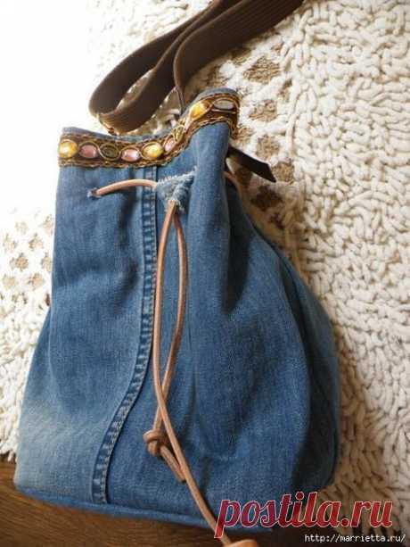 Сумка в спортивном стиле из старых джинсов