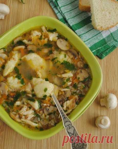 Гречневый суп с грибами и картофельными клецками / Свежие рецепты
