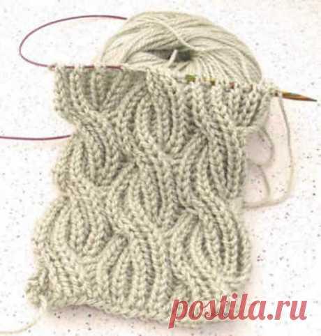 КАК СВЯЗАТЬ Шарф в технике Бриошь (BRIOCHE)   Так же этот узор отлично подойдёт для вязания зимней шапочки Этот мягкий, объемный, легкий шарф выглядит одинаково красиво с обеих сторон. На первый взгляд узор может показаться сложным, но если разобраться в нем, то шарф свяжется просто и быстро.  Для вязания вам понадобятся спицы №7, а также дополнительная спица для кос.  Снимать все петли непровязывая, как изнаночные с нитью расположенной перед работой.  При вязании рядов 11...