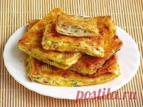 ВОСТОЧНЫЕ ГРЕНКИ  Армянский лаваш – 1 шт; Мягкий плавленый сыр «Сливочный» – 200 грамм; Чеснок – 3 дольки; Крабовые палочки – 100 грамм; Зелень укропа – 0, 5 пучка; Масло подсолнечное дезодорированное – 3 ст. ложки; Яйца куриные – 2 шт; Мука пшеничная – 1 ч. ложка.  Если у вас намечаются дружеские посиделки, то попробуйте удивить гостей этими необычными гренками. Они хорошо подойдут под пиво и другие напитки, их охотно едят дети. Сколько бы вы их ни сделали, тарелка очень ...