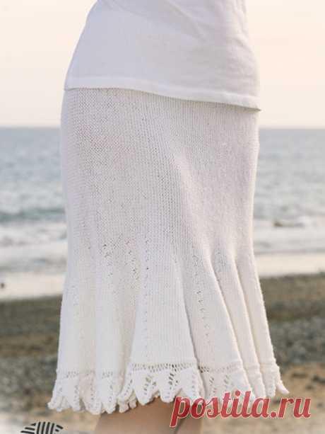 Светлая юбка годе, связанная спицами