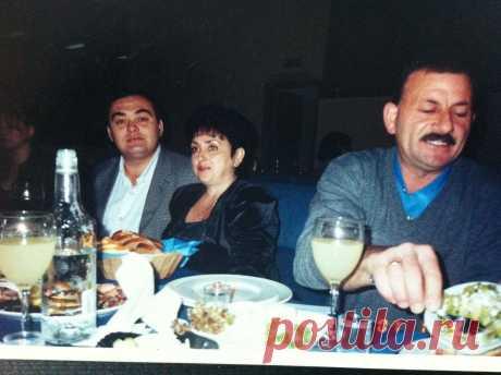 В ресторане ,,Фламинго'' cлева Данька Милер.