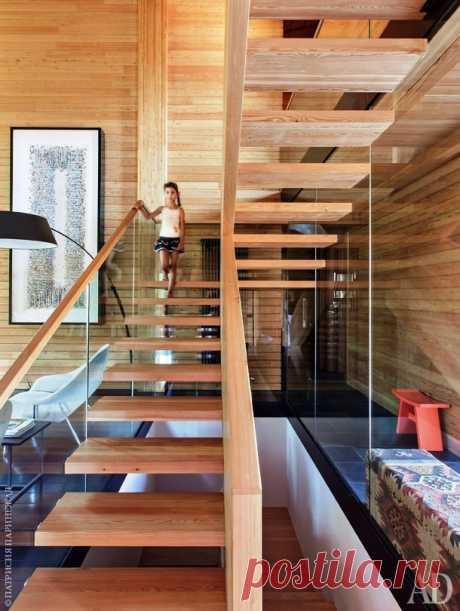 Стеклянная консольная лестница