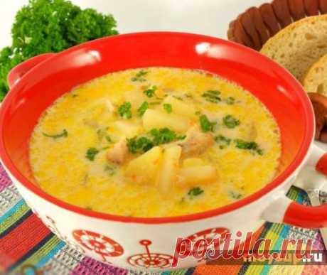 Бюджетный вариант — сырный суп с грибами, плавлеными сырками и копченой колбаской