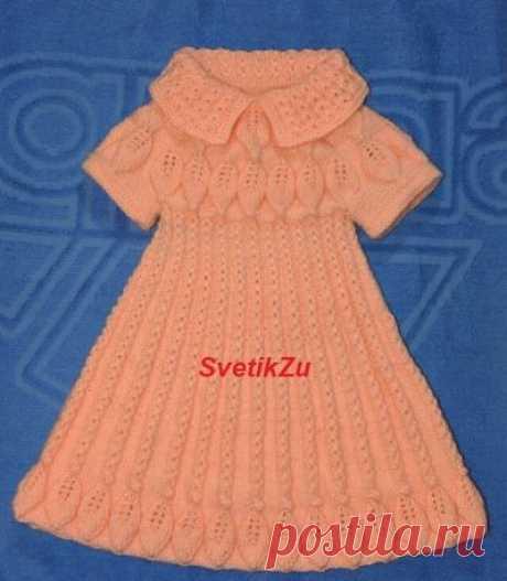 Платье с листочками для девочки вязаное спицами
