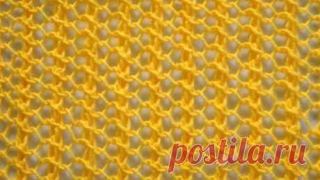 """Узор """"Ажурная сетка"""" спицами Теплые летние дни радуют нас своими лучиками солнца и хочется раздеться по максимуму. Поэтому мы предлагаем попробовать связать спицами вместе с нами двухсторонний узор «Ажурная сетка». Он хорошо подойдет для вязания летней туники, кофточки, пляжной юбки. А на прохладную весну или очень можно связать из такого узора шарф или палантин. Описание процесса вязания узора: Раппорт узора 3 (три) петли в ширину. Для симметрии узора добавляем еще одну петлю (дополнительную)"""