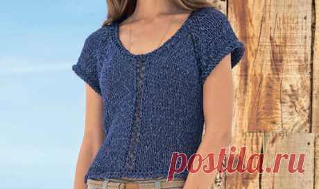 Вязаный короткий пуловер синего цвета