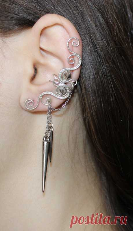 Pierced silvering Ear Cuff with ChainsCones or Spikes from Flamens