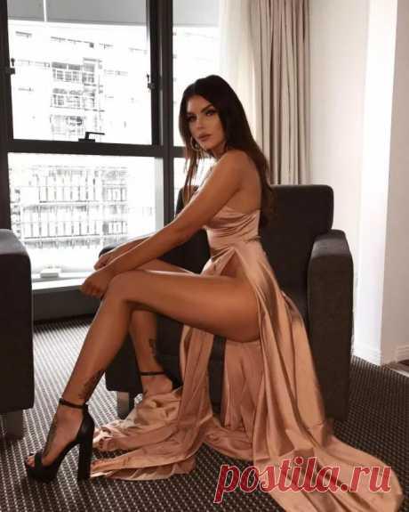 Платья с высокими разрезами - медиаплатформа МирТесен
