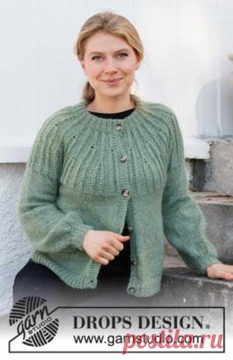 Кардиган Лесная лоза Очень удобная модель женского жакета спицами, связанного спицами 5 мм из двух видов тонкой шерстяной пряжи. Кардиган вяжется от воротника...