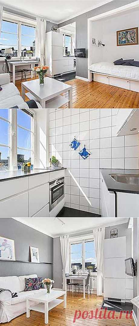 Белый интерьер маленькой шведской квартиры.