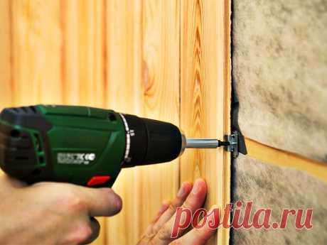 Как крепить панели ПВХ к стене и потолку: разные варианты Как крепить панели ПВХ к стене и потолку: виды и особенности используемых материалов. Инструменты, используемые для разрезания пластика. Порядок облицовки потолка. Особенности отделки стен.