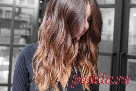 Балаяж на темные волосы (60 фото) - красивые идеи окрашивания Балаяж – это красивое осветление и тонирование отдельных тонких прядок. Из-за этого эффект получается более плавным, размытым и естественным, чем при мелировании. Очень стильно и эффектно смотрится балаяж на темные волосы. Лови подборку красивых идей!