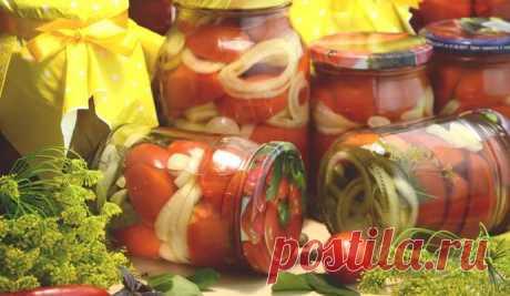 Маринованные помидоры с болгарским перцем и луком на зиму Вкуснейшие маринованные помидоры с луком на зиму – пальчики оближешь. Простой рецепт маринованных помидоров быстрого приготовления в банках!