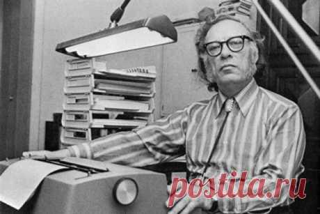 Почему я? 2 января исполнилось 100 лет со дня рождения американского писателя Айзека Азимова. «Лехаим» публикует небольшой очерк писателя, послуживший вступлением к сборнику американской еврейской фантастики под названием «Дибук с Мазлтов-IV» («Книжники», 2011 год).