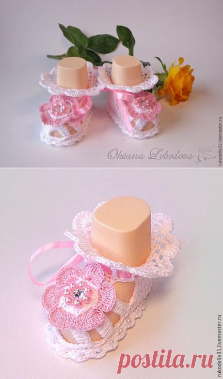 Вяжем крючком пинетки-сандалии для малышки