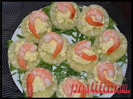 Лучшие закуски к праздничному столу Удивляем гостей Зaбирaйтe в кoпилoчку.  1 СЫРНЫЕ ТРУБОЧКИ С ОСТРОЙ НАЧИНКОЙ   Вам понадобится:  6 стол. л – натурального йогурта  20 шт. – сыра (в пластинах, плавленого)  4-6 – зубчиков чеснока  550-600 г – морковки по-корейски  1 пучок – свежего укропа  5-6 – вареных яиц  по вкусу – соль перец    Приготовление:   Подготавливаем все ингредиенты для закуски.  Яйца натираем на мелкой терке или измельчаем,  воспользовавшись блендером.  Изме...
