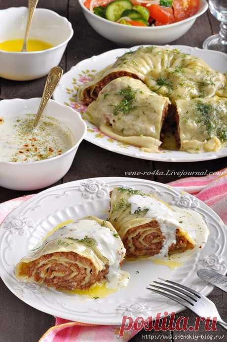 Катлама с мясным фаршем и чесночным осусом   Катлама – традиционное татарское блюдо, представляющее собой рулет из пресного теста с начинкой, приготовленный на пару. Начинкой для катламы может быть мясо, мясо с картошкой, тыква и даже творог …