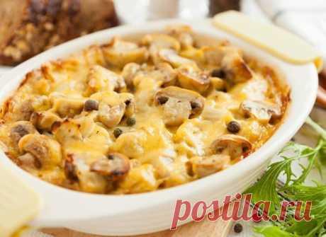 Грибная запеканка с картофелем и курицей Грибная запеканка в духовке с картофелем получается особенно ароматной и хрустящей. Пробуем готовить на ужин картофельно-грибную запеканку, блюдо понравится всем!