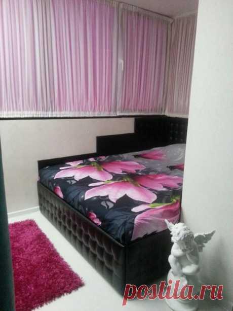 Моя спальня: двуспальная кровать на балконе