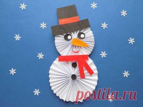 Снеговик из бумаги гармошкой Снеговик из бумаги гармошкойСнеговик из бумаги гармошкой может быть выполнен даже самыми маленькими.