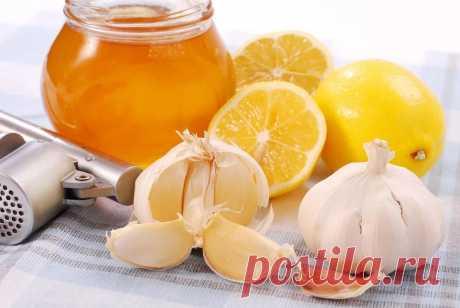 ЧУДО-СМЕСЬ ДЛЯ ОМОЛОЖЕНИЯ  Состав этой чудо-смеси такой: 4/5 стакана льняного масла, 4 лимона размером с крупное яйцо, 3 головки чеснока такого же размера, 1 кг меда.  Измельчить на мясорубке очищенный чеснок, 2 лимона с кожурой и 2 - без. Эту массу смешать с маслом и медом и хранить смесь в плотно закрытой стеклянной банке в холодильнике. Есть по 1 ст.л. 3 раза в день за полчаса до еды. Принимать эту чудо-смесь постоянно, делая перерывы межу приемами 1 неделю.