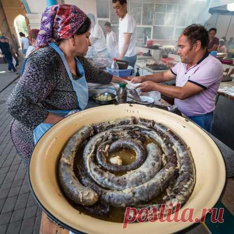 ХАСЫП Узбекская домашняя ливерная колбаса    Еще одно уникальное блюдо узбекской кухни, блаженство для истинного гурмана - это хасып (хасип) - домашняя баранья колбаса с ливером. Несмотря на свой не слишком приглядный вид, это настоящий деликатес! «Хасып» - имя собственное и поэтому никак не переводится.  Мы опишем рецепт, как приготовить хасып, но вот на практике его смогут реализовать только самые виртуозные хозяйки с крепкими нервами. К тому же, желательно иметь под бок...