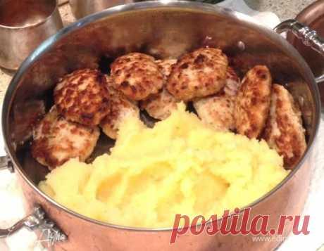 Прованские котлеты . Ингредиенты: куриный фарш, яйца куриные, сметана 10%