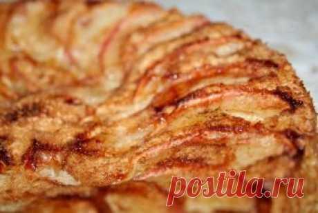 Очень нежная и ароматная шарлотка с творожным вкусом и яблочными ломтиками! Пошаговый рецепт шарлотки с творогом в духовке всего за пару минут! Шарлотка с творогом и яблоками получается необычайно нежной и вкусной, рекомендую приготовить!
