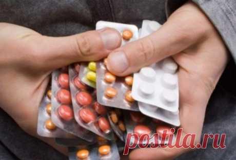 8 лекарств, которые нужно всегда носить с собой Как оградить себя от болезней, если они застали вас вне дома?   Наш набор – сокращенный вариант домашней аптечки, который легко поместится даже в карман куртки. Мы выбрали самые важные и эффективные л…