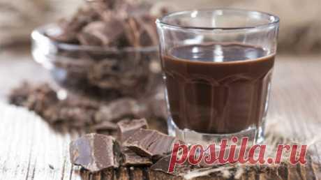 Домашний шоколадный ликер готовится из настоящего несладкого какао-порошка, обладающего сильным, ярким ароматом и вкусом шоколада