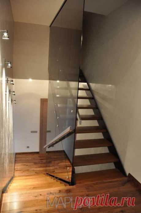Изготовление лестниц, ограждений, перил Маршаг – Лестница из самонесущего стекла тетивная