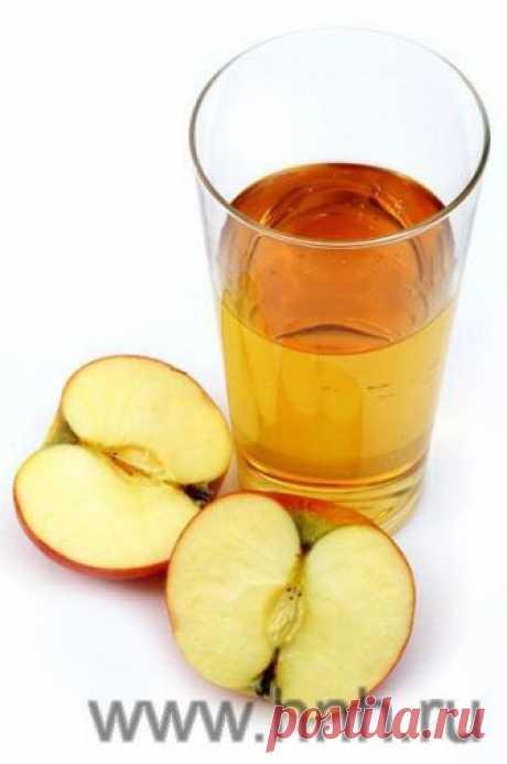 наш с мёдом.   Яблочный уксус - рецепт приготовления Здесь мы поговорим о натуральном яблочном уксусе, который должен быть приготовлен из мелко измельченных целых яблок. В магазинах продаётся готовый яблочный уксус, но его в промышленности обычно делают из кожуры и сердцевины яблока. Поэтому лучше готовить яблочный уксус самим. Его рецепт довольно прост. Встатье - 5 рецептов, некоторые тонкости приготовления, а также описание уксусной матки.
