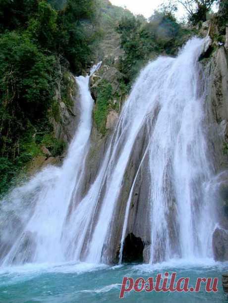 Впечатляющие водопады Индии, привлекающие особое внимание туристов