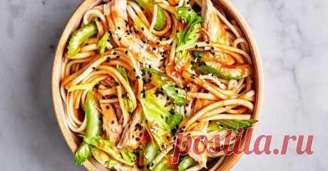 Удон с курицей и овощами - рецепт вкусного, пикантного блюда для всей семьи - БУДЕТ ВКУСНО! - медиаплатформа МирТесен Сочетая клетчатку, углеводы и белок, удон с курицей и овощами рецепт которого собрал в себя мощнейшие ингредиенты здорового питания, является отличным вариантом, чтобы обеспечить себе быстрый прием согревающей, разнообразной пищи, где густая лапша, купаясь в липких соусах и диетических бульонах,