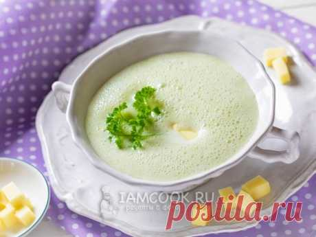 Суп-пюре из брокколи с сыром — рецепт с фото Суп-пюре из брокколи с сыром - быстрый и простой рецепт сытного супа с очень необычным внешним видом.