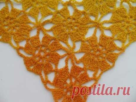 Шаль или бактус безотрывными цветочными мотивами.(crochet shawl unseparated motives (Шаль #20)