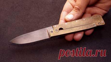 Складной нож с надежной и интересной механикой Приветствую всех любителей помастерить, предлагаю к рассмотрению инструкцию по изготовлению надежного складного ножа с интересным механизмом рычагов. Клинок ножа изготовлен из качественной углеродистой стали, а рукоять автор сделал из латуни, которая при нанесении патины с последующей обработкой в