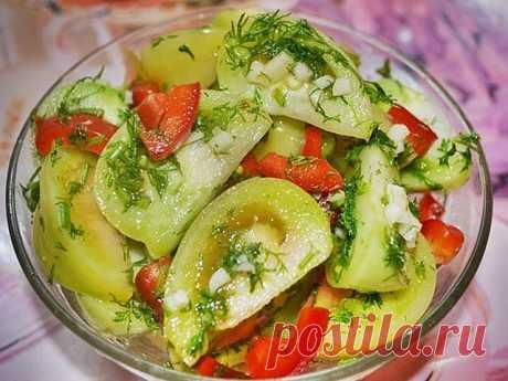 Осенью на рынке можно увидеть в продаже зеленые помидоры. Никогда их раньше не покупала, думала: ну что может быть вкусного в зеленых помидорах. Но однажды решилась… А когда приготовила – моему изумлению не было предела. Это такая вкуснятина! Ну вкуснейшая овощная закуска! Не оторваться просто. Очень рекомендую этот потрясающий и простой рецепт. Также рекомендую другую овощную закуску из баклажан в аджике и грибы по-корейски. Желаю всем кулинарных успехов!  Рецепт Маринова...