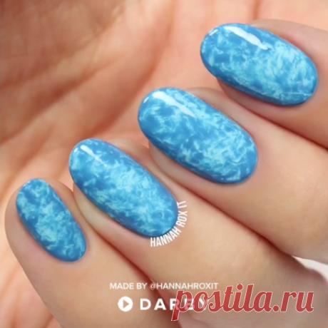 How to marble your nails for a cool manicure effect #darbysmart #beautytips #beautyhacks #beautytricks #beautytutorial #beauty #nailpolish #nailart #naildiy #naildesign #nailtutorial