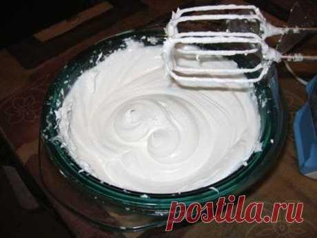 БЕЛКОВЫЙ ЗАВАРНОЙ КРЕМ    Для крема понадобятся:    - 4 белка,    - 1 стакан сахара (можно и меньше),    - ванилин,    - 1/4 ч.л лимонной кислоты.    Приготовление.  Все ингредиенты из рецепта белкового заварного крема смешиваем, взбиваем миксером и ставим на водяную баню.    Взбиваем на водяной бане примерно 15 минут. Можно взбивать венчиком, но это довольно сложно делать продолжительное время.    Крем становится густой, тянется за миксером, взбивается трудно - так опреде...