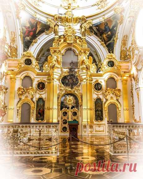 Большая церковь Зимнего дворца в Эрмитаже - описание