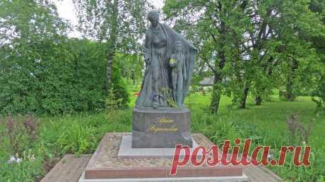 Памятник Арине Родионовне. Ленинградская область. Гатчинский район, деревня Кобрино