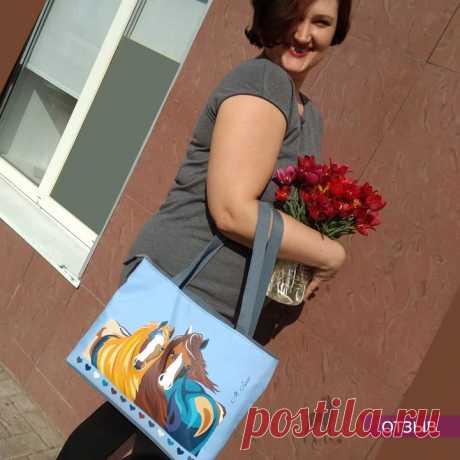 """Отзыв от Ирины Л. на сумку """"Краса и Буря"""" Благодарю Марию за качественную и красивую сумочку! Изделие хорошо держит форму, с устойчивым дном, очень вместительное!!! Подкладка внутри с кармашками."""